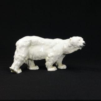 Porzellanfigur, um 1900, gemarkt Meißen, im Fuß eingeritzt: T 182, Entwurf Otto Jarl (1856 - 1915), Eisbär, kleine Glasurfehler, unbeschädigt. H: 11 cm, L: 22 cm, www.beyreuther.de