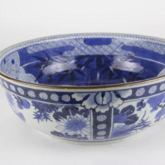 Schale, Japan, 1868 - 1912, Meiji Periode, verziert mit Tiger bei Vollmond, Pflanzen und Ornamenten in feiner Blaumalerei, unbeschädigt. D: 30 cm, H: 10 cm, www.beyreuther.de