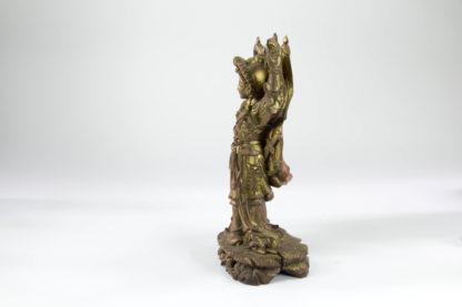 Figur, China, wohl Rosenholz, fein geschnitzt, vergoldet, Bai Suzhen?, teilweise abgegriffen, ein Schwert fehlt, guter Zustand. H: 32 cm, www.beyreuther.de