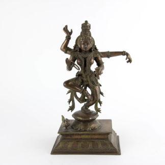 Figur, Indien, 20. Jh., Kupfer-Bronze, Tanzender Shiva auf quadratischen Sockel, graviert, schöne Ausformung, Gebrauchsspuren. H: 30 cm, www.beyreuther.de