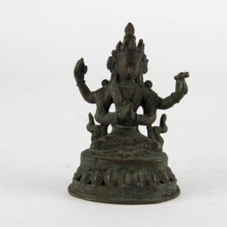 Figur, Tibet/Nepal, 19. Jh., Shadakshari Lokeshvara (Shadakshari Lokeshvara ist eine vierarmige Variante der Bodhisattva Avalokiteshvara, die ihre innern Hände in anjalimudra vor der Brust hält), auf durchbrochen gearbeiteten Lotussockel, durchweg grünlich gewachsene Patina, Sockel offen. H: 10 cm, Figure, Tibet, Nepal, 19th century, Shadakshari Lokeshvara is a four-armed variant of the Bodhisattva Avalokiteshvara, who holds his inner hands to his chest in anjalimudra, the gesture of adoration, on a base, with patina, www.beyreuther.de