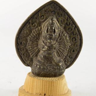Bronze, wohl Nepal, 20. Jh., Darstellung des Ekavira-Vajrabhairava, Bronze, Hohlguss, umgeben von einer Mandorla, Gebrauchsspuren. H: 9 cm, www.beyreuther.de
