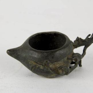 Räuchergefäß, China, Ming Dynastie, (1368-1644), Bronze, in Form eines Pfirsichs, Beschädigungen, wohl Ausgrabungsstück. H: 3 cm, L: 8 cm, www.beyreuther.de