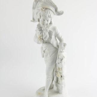 Porzellanfigur, Thüringen, Ende 19. Jh., weißes Biscuitporzellan, Knabe mit Blumen, gekleidet im Stil des ausklingenden 18. Jh. H: 33 cm, www.beyreuther.de