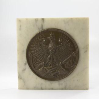 Reservistika, um 1900, Mannschaftsbeschlag für Kartuschkasten, Preußen, auf Marmorplatte montiert, fein bronziert. H: 9,5 cm, B: 9,5 cm, www.beyreuther.de