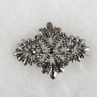 Brosche, wohl England, Anf. 19. Jh., Stahl, Tragespuren. L: 5,5 cm, Cut steel brooch, probably England, about 1800, good condition, www.beyreuther.de