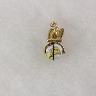 Uhrenkettenanhänger, um 1870, 333er Gold, geprüft, nicht gestempelt, Preußischer Adler auf Granate, darunter mit Weltkarte bemalte Porzellankugel, feine Verarbeitung, selten, Gebrauchsspuren. H: 34 mm, 6,1 g.