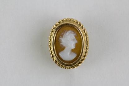 Krawattennadel, 20. Jh., Gold undeutlich gestempelt, Gemme, Gebrauchsspuren, guter Zustand. L: 6 cm, www.beyreuther.de