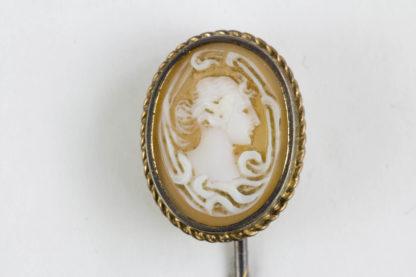 Krawattennadel, Schweden, 20. Jh., 18 Karat Gold gestempelt, Gemme, guter gebrauchter Zustand. L: 6,5 cm, www.beyreuther.de