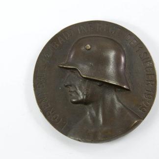 Medaille, Anf. 20. Jh., Weimarer Republik, Schießpreis, Soldatenkopf mit Stahlhelm, 1. Grenadier Bataillon 14 (Badisches Inf. Reg.) dem Sieger 1929, einige starke Randschläge. D: 9,5 cm. Medal, begin of the 20th century, head of a soldier with steel helmet, www.beyreuther.de