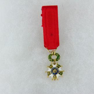 Ordensminiatur, Frankreich, 20. Jh., Miniatur zum Orden der Ehrenlegion, Offizier, 18 K Gold, gepunzt mit Adlekopfmarke, 9. Modell, guter Zustand, www.beyreuther.de