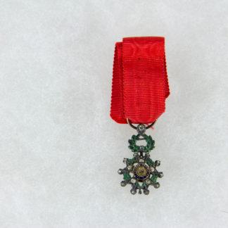 Ordensminiatur, Frankreich, 20. Jh., Miniatur zum Orden der Ehrenlegion, Offizier, Gold, mit Rosendiamanten 9. Modell, im Etui, guter Zustand, www.beyreuther.de