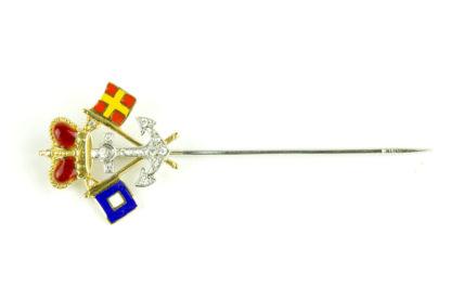 Krawattennadel, 20. Jh., 585er Gold, mit Diamanten besetzter und mit rot emaillierten Fürstenhut bekrönter Anker, flankiert von zwei emaillierten Signalflaggen, Nadel etwas deformiert, sonst guter Zustand. L: 6 cm.
