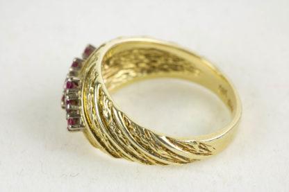 Ring, 585er Gold gestempelt, besetzt mit kleinen Rubinen, getragen, Gebrauchsspuren, Ringgröße 54, ca. 17,4 mm
