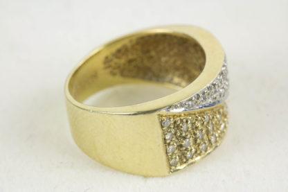 Ring, 20. Jh., 585er Gold, 5,6 g, ca. 0,20 ct, Gelb- und Weissgold, mit kleinen Diamanten besetzt, Tragespuren. D: 16 mm