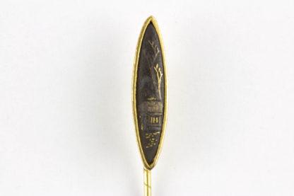 Krawattennadel, 20. Jh., vergoldet, ellipsenförmige, japanische Eisenarbeit mit Silber und Gold ausgelegt. L: 6 cm.
