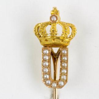 Geschenknadel, um 1900, Gold, bekröntes, mit Perlen besetztes Monogramm U, für Ulrich von Württemberg (1877-1944). L: 8 cm. www.beyreuther.de