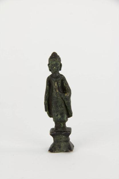 Kleiner Buddha, Thailand, wohl 18. Jh., Bronze, Ausgrabung. H: 8,5 cm. www.beyreuther.de