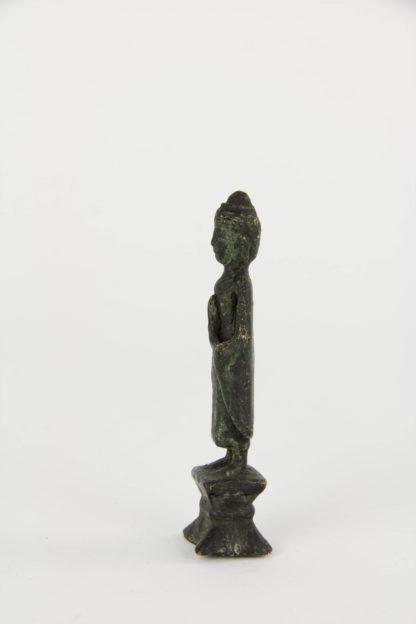 Kleiner Buddha, Thailand, wohl 18. Jh., Bronze, Ausgrabung. H: 8,5 cm.