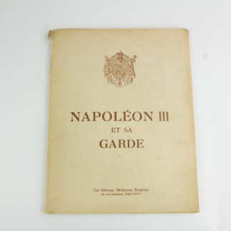 Heft mit 20 handkolorierten Stichen der Garde Napoleon III, um 1942, Nr. 319, Einband mit kleinen Einrissen, sonst guter Zustand. 33 cm x 25 cm. www.beyreuther.de