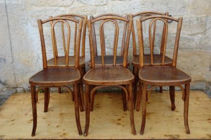 6 Thonet-Stühle, um 1920, Buche, unrestauriert. H: 90 cm, B: 40 cm, T: 40 cm, Sitzhöhe: 48 cm. www.beyreuther.de