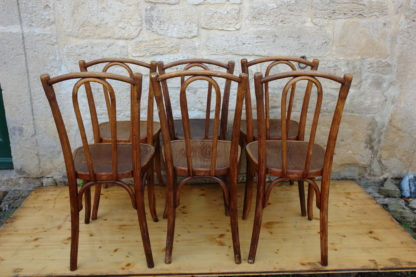 6 Thonet-Stühle, um 1920, Buche, unrestauriert. H: 90 cm, B: 40 cm, T: 40 cm, Sitzhöhe: 48 cm.
