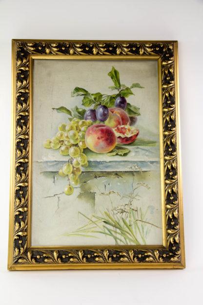 Gemälde, um 1900, Öl auf Pappe, unsigniert, herbstliches Stillleben mit Pfirsichen, Weintrauben Pflaumen und Gräsern, vergoldeter Stuckrahmen, guter Zustand. B: 40 cm, H: 54 cm. www.beyreuther.de