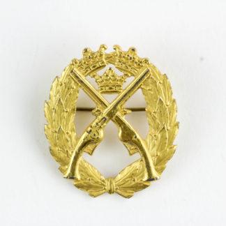 Abzeichen, Schweden, Silber vergoldet, rückseitig gestempelt, für Pistolenschießen, guter Zustand. H. 33 mm. www.beyreuther.de